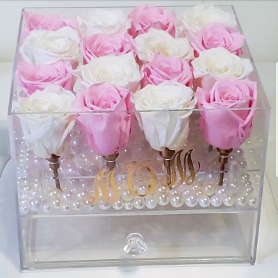 16 pink and white long lasting roses